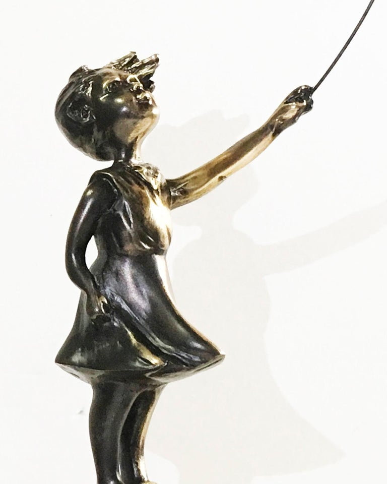 Girl with red balloon – Miguel Guía Street Art Cast bronze Sculpture Big For Sale 13