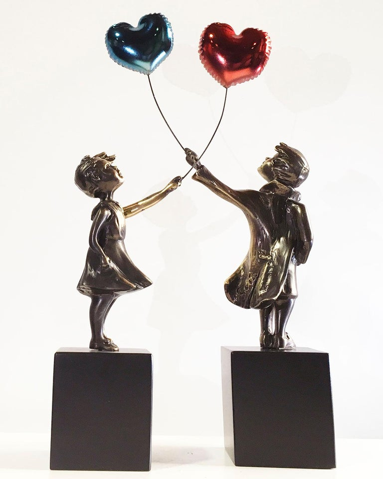Girl with red balloon – Miguel Guía Street Art Cast bronze Sculpture Big For Sale 6