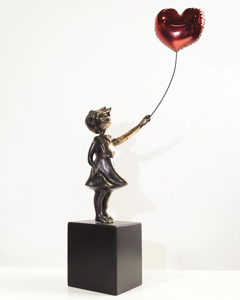 Girl with red balloon – Miguel Guía Street Art Cast bronze Sculpture Big For Sale 8