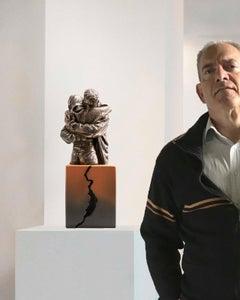 Never stop hugging me - Miguel Guía Realist Bronze layer Sculpture