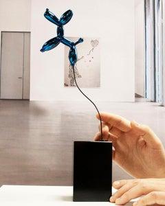 Weightless balloon dog blue - Miguel Guía, Pop Art Nickel layer Sculpture