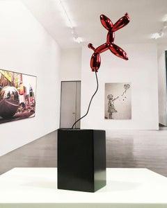 Weightless balloon dog - Miguel Guía, Pop Art Nickel layer Sculpture