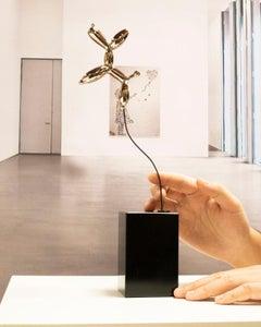 Weightless balloon dog nickel - Miguel Guía, Pop Art Nickel layer Sculpture