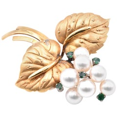 Mikimoto Vintage 18 Karat Yellow Gold Pearl and Emerald Pin