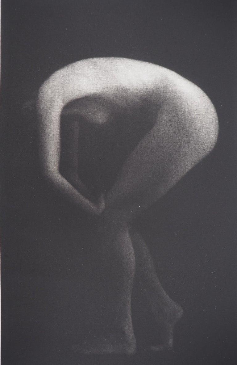 Metamorphosis - Original handsigned etching / 90ex - Gray Nude Print by Mikio Watanabe
