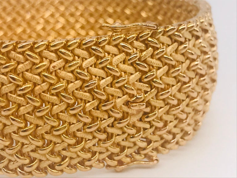 Milanese Mesh Flexible Clamper Bracelets Yellow Gold 18 Karat For Sale 1
