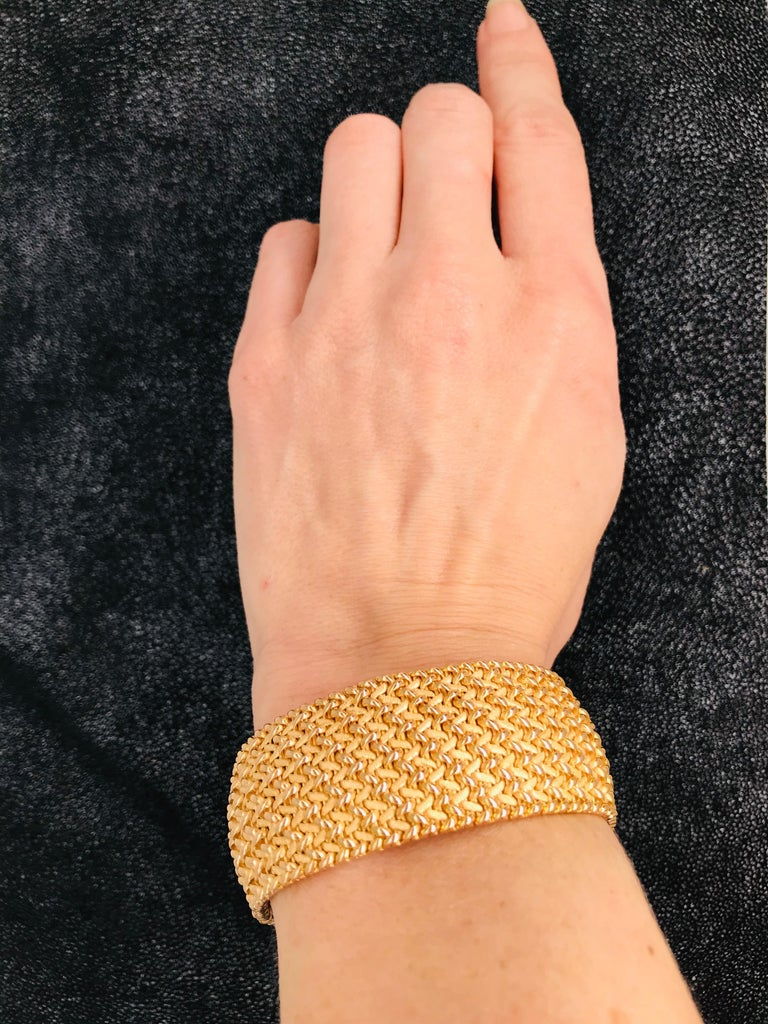 Milanese Mesh Flexible Clamper Bracelets Yellow Gold 18 Karat For Sale 3