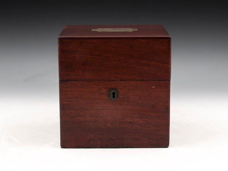 Military Mahogany Decanter Box In Distressed Condition For Sale In Northampton, United Kingdom