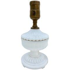 Milchglas Tischlampe mit Blumen Design und Sockel