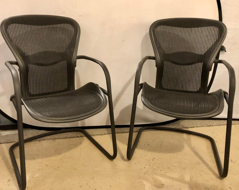 Herman Miller Eames model EA 435 aluminum group black leather soft pad executive chair. A pair on casters for Herman Miller. The seat has the original soft black leather.