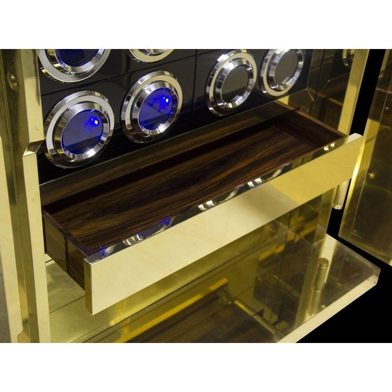 Millionaire Jewelry Safe in Polished Brass In New Condition For Sale In New York, NY