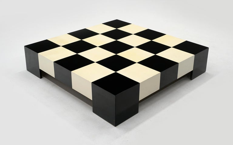 Milo Baughman Black & White Checkerboard Coffee Table with 3 Large Chess Pieces In Good Condition For Sale In Kansas City, MO