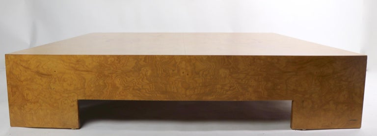 Milo Baughman Burl Coffee Table In Good Condition For Sale In New York, NY