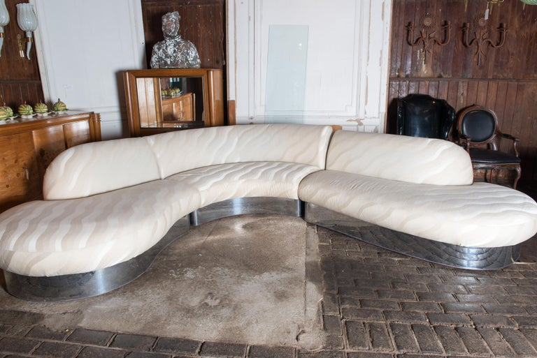 Superb 1970s vintage three-piece curved sectional sofa designed by Milo Baughman for Thayer Coggin. Sleek chrome base, with label and original fabric. Measures: First piece: 75 W, 49 D, 33 H. Second piece: 61 W, 45.5 D, 33 H. Third piece: 76.5 W,