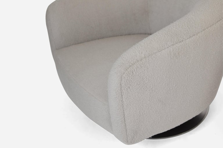 Milo Baughman Disc Base Swivel Chairs In Excellent Condition For Sale In Chicago, IL