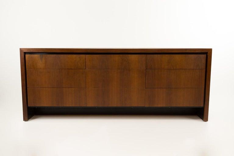 Merton Gershun for Dillingham Mid Century Walnut Lowboy Dresser For Sale 4