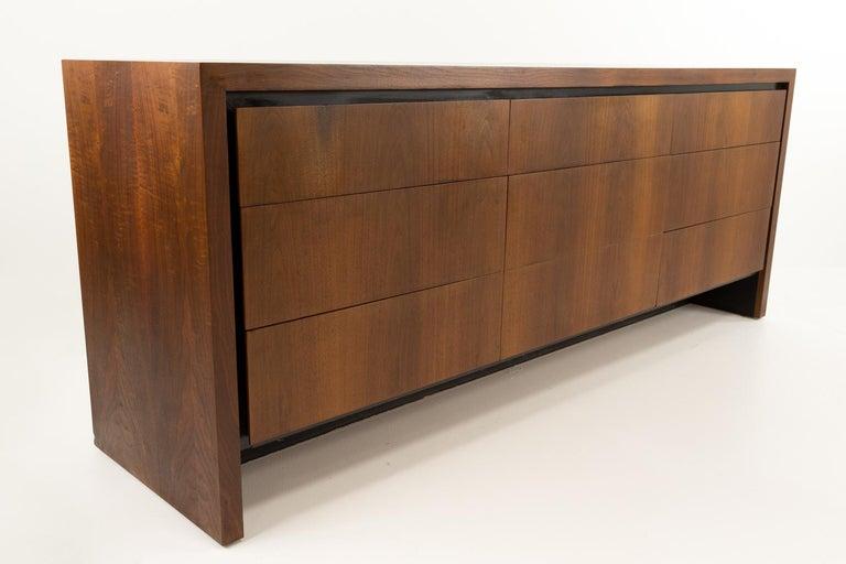 Merton Gershun for Dillingham Mid Century Walnut Lowboy Dresser In Good Condition For Sale In La Grange, IL
