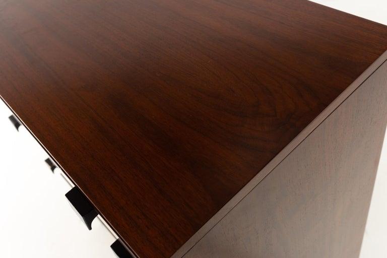 Milo Baughman for Directional Mid Century Walnut 5 Drawer Highboy Dresser In Good Condition For Sale In La Grange, IL