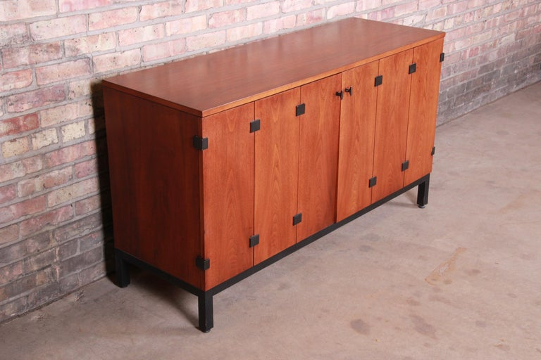 Milo Baughman for Directional Walnut Sideboard Credenza, 1960s In Good Condition In South Bend, IN