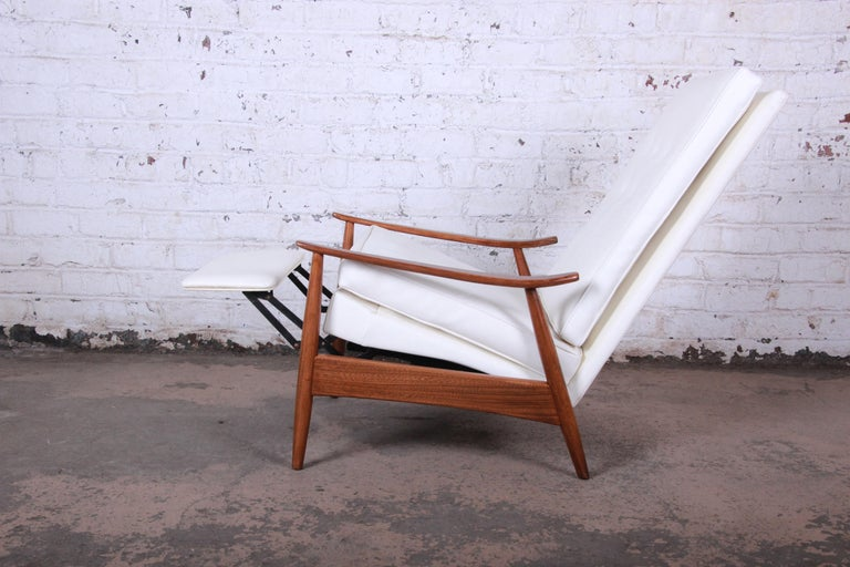 Mid-Century Modern Milo Baughman for James Inc. Reclining Lounge Chair, Newly Refinished For Sale