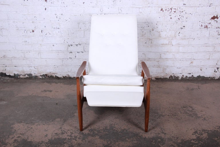 Milo Baughman for James Inc. Reclining Lounge Chair, Newly Refinished In Good Condition For Sale In South Bend, IN