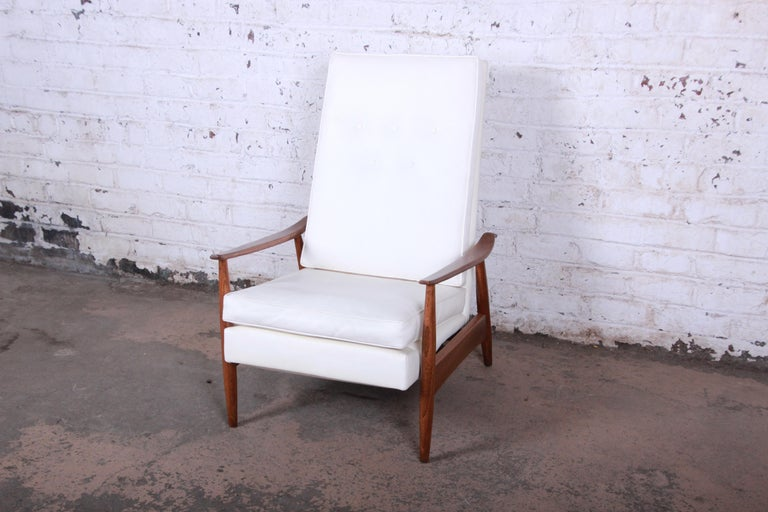 Mid-20th Century Milo Baughman for James Inc. Reclining Lounge Chair, Newly Refinished For Sale