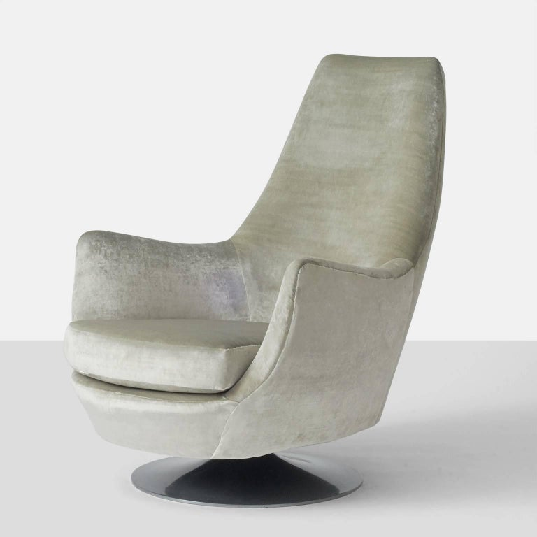 Mid-Century Modern Milo Baughman His and Hers Swivel Lounge Chairs For Sale