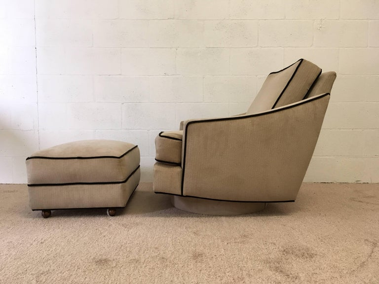 Mid-Century Modern Milo Baughman Lounge Chair with Ottoman For Sale
