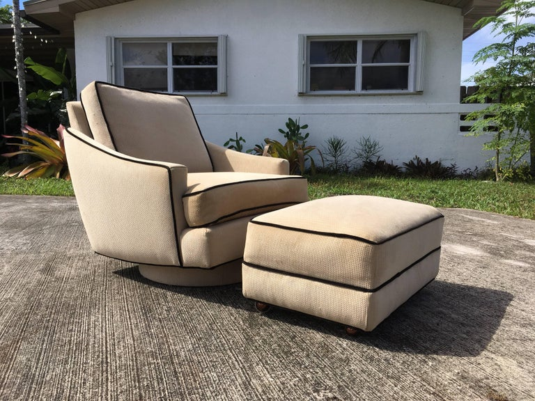 Milo Baughman Lounge Chair with Ottoman In Good Condition For Sale In Opa Locka, FL