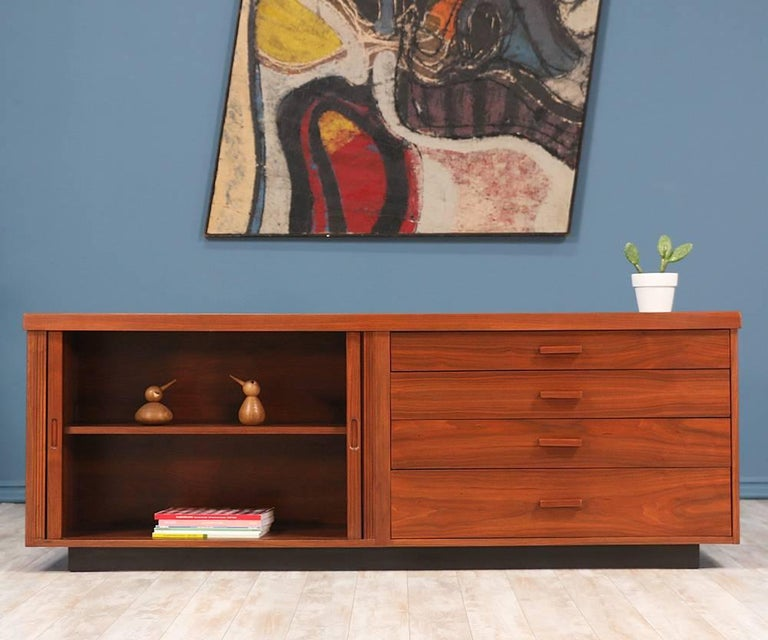 Mid-Century Modern Milo Baughman Low Profile Credenza for Glenn of California For Sale