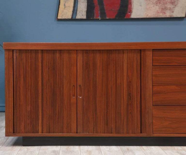 Milo Baughman Low Profile Credenza for Glenn of California In Excellent Condition For Sale In Los Angeles, CA