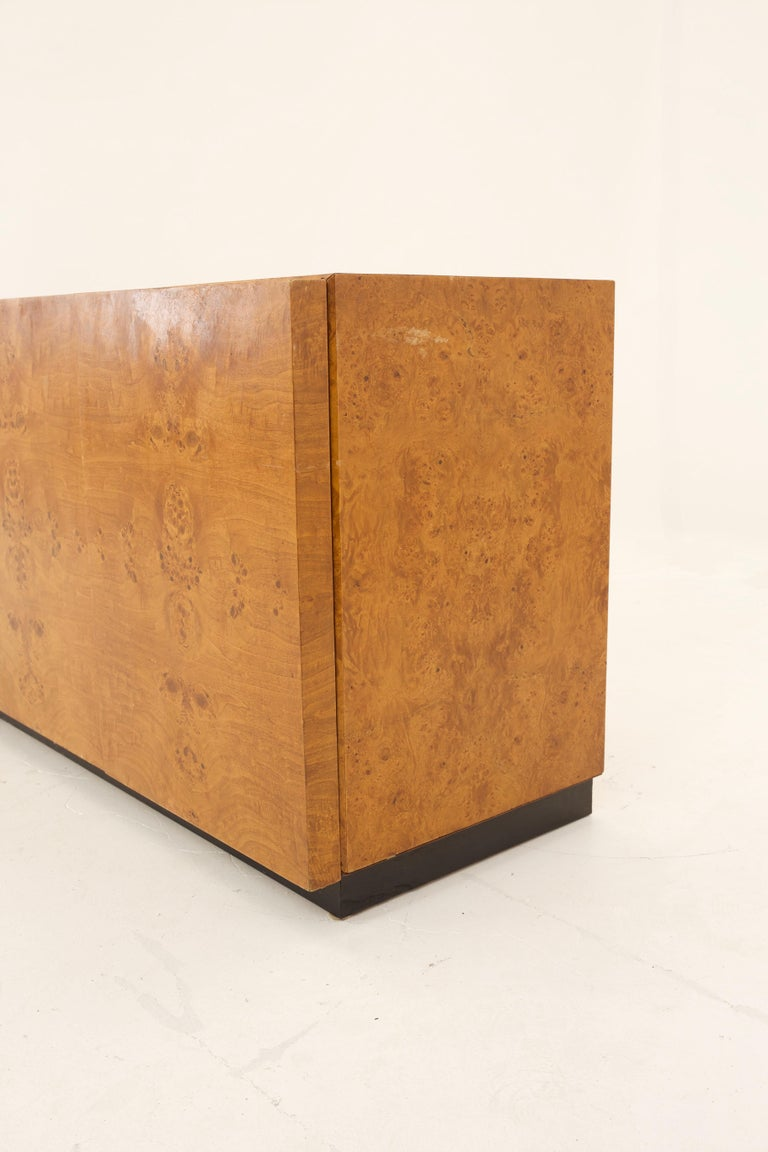 Mid Century Burlwood Credenza with Hutch For Sale 3