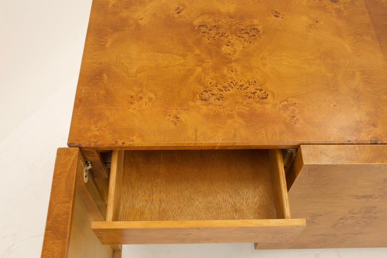 Mid Century Burlwood Credenza with Hutch For Sale 5