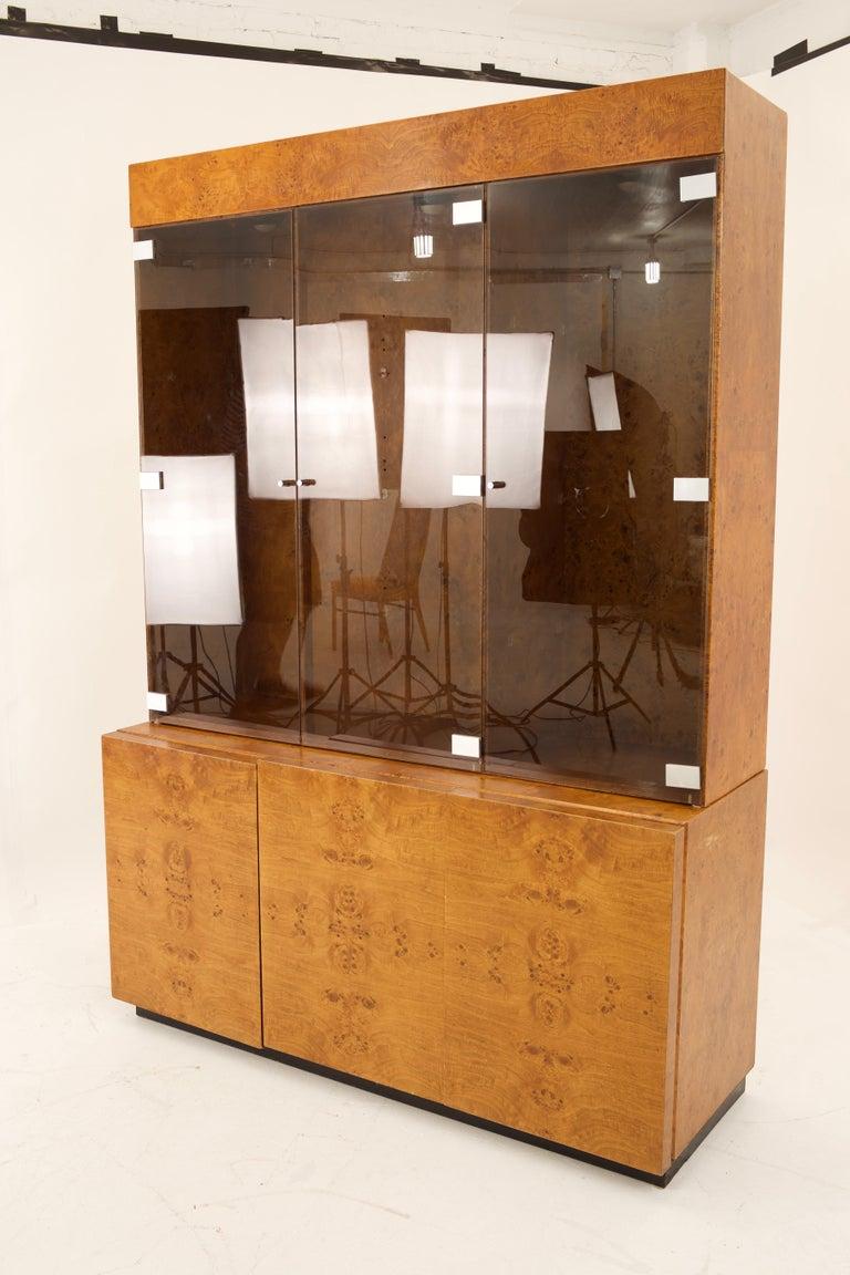 Mid Century Burlwood Credenza with Hutch In Excellent Condition For Sale In La Grange, IL