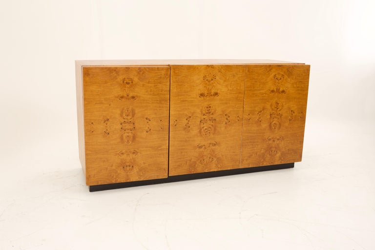 Mid Century Burlwood Credenza with Hutch For Sale 1
