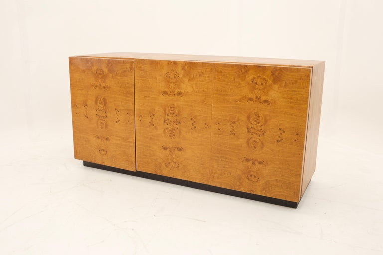 Mid Century Burlwood Credenza with Hutch For Sale 2