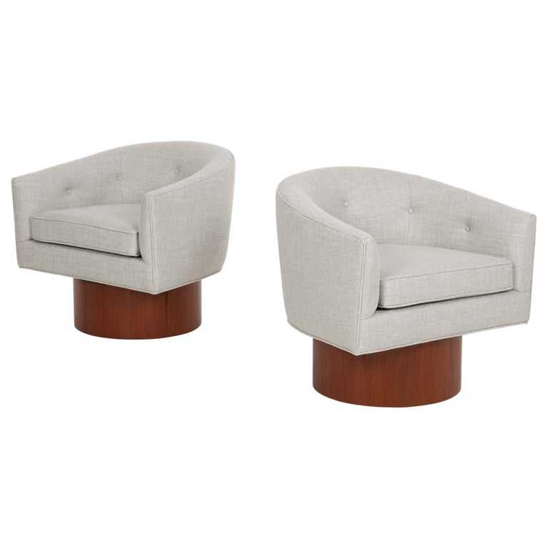 Milo Baughman Pair of Lounge Chairs For Sale