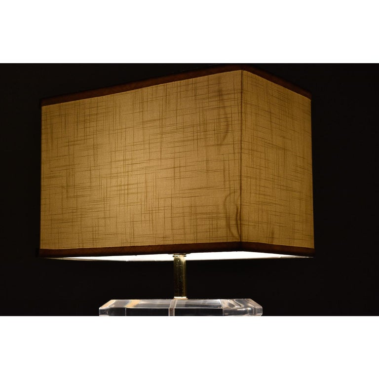 Milo Baughman Style 1970s Burl Table Lamp with Lucite and Gold Accents In Excellent Condition For Sale In Saint Petersburg, FL