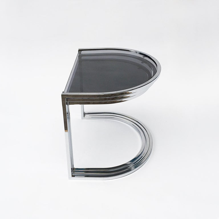 Milo Baughman Style of Chrome and Glass Nest Side Tables, Mid Century  In Good Condition For Sale In  London, GB