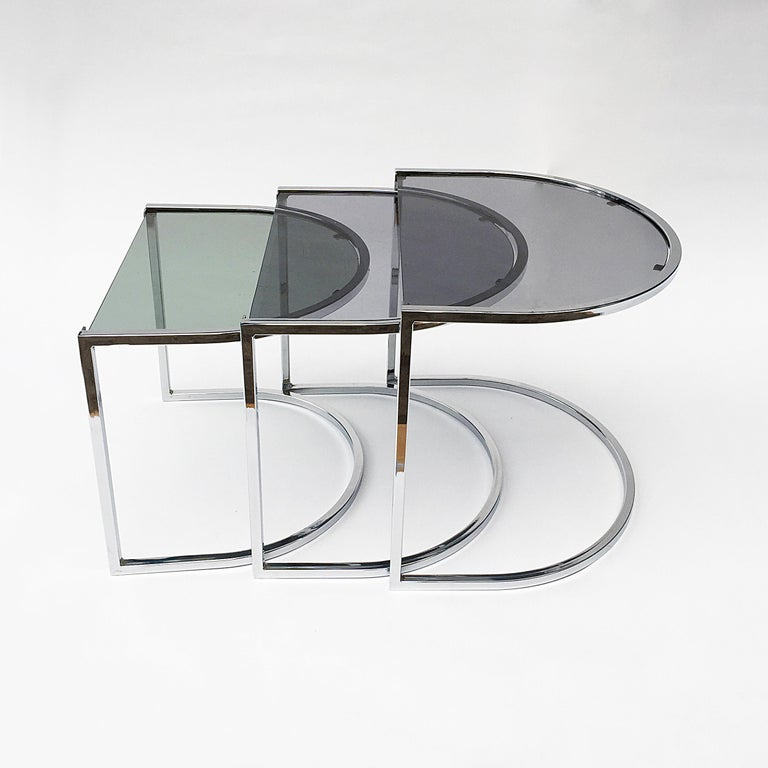 Milo Baughman Style of Chrome and Glass Nest Side Tables, Mid Century  For Sale 1
