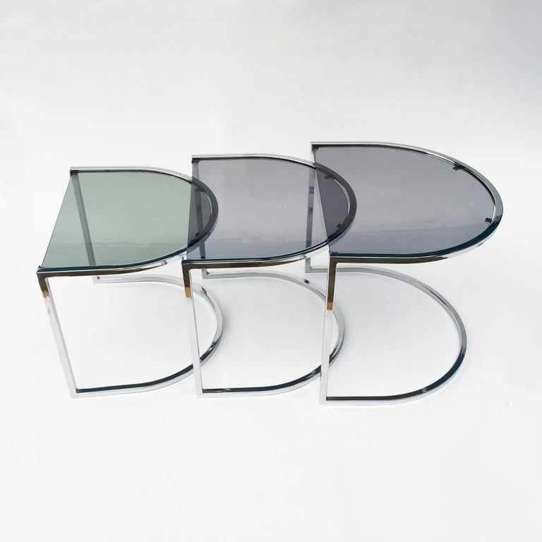 Milo Baughman Style of Chrome and Glass Nest Side Tables, Mid Century  For Sale 2
