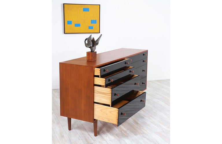 Milo Baughman Two-Tone Lacquered and Walnut Dresser for Glenn of California For Sale 4