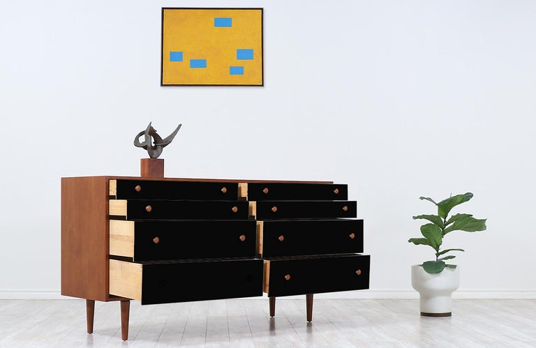 American Milo Baughman Two-Tone Lacquered and Walnut Dresser for Glenn of California For Sale
