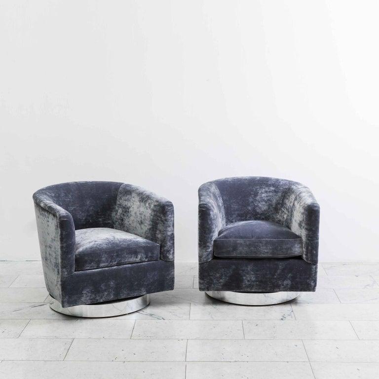 Milo Baughman, Pair of Dark Grey Swivel Chairs, USA, 1970s For Sale
