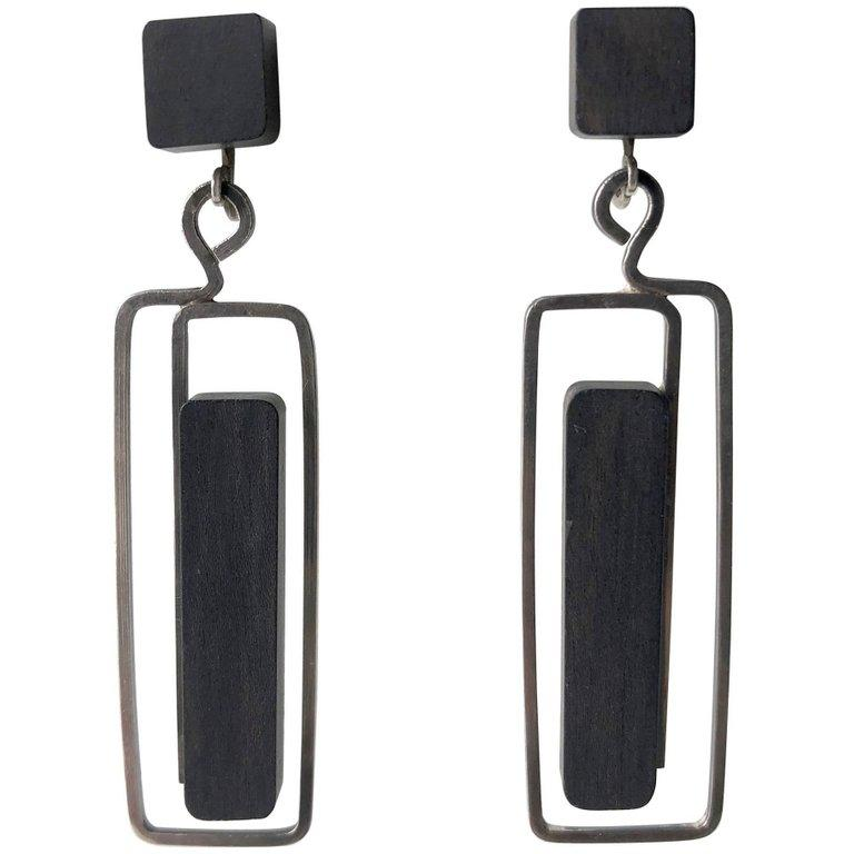 Milton Cavagnaro Ebony Sterling Silver Mid-Century Modernist Earrings In Excellent Condition For Sale In Los Angeles, CA