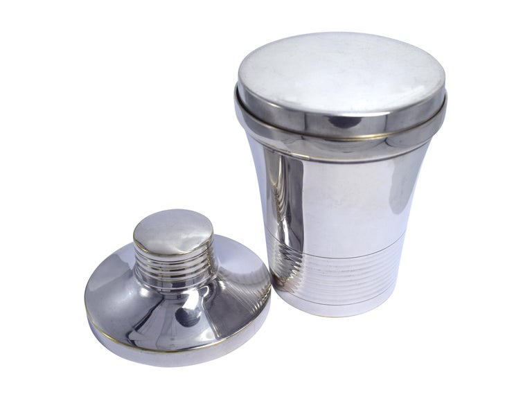 Very attractive and an unusual sized Art Deco cocktail shaker. Dating to the 1930s and in very good clean condition with no dents or tarnishing is this silver plated shaker which is hall marked to the base. Lovely dinky size and would make a
