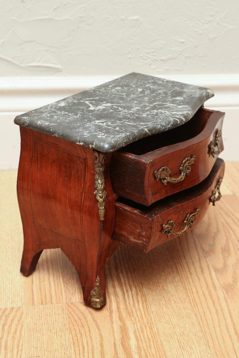 Miniature French Marble-Top Commode In Good Condition For Sale In West Palm Beach, FL
