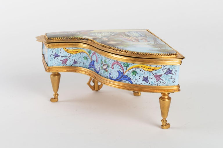 Miniature Piano, Music Box with Decoration of Gallant Scenes In Good Condition For Sale In Saint-Ouen, FR