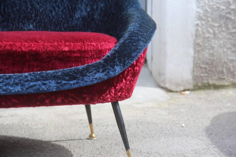 Minimal and elegant Italian sofa 1950s design very particular, the fabric is original in plush, very special. Gigi Radice for Minotti design.