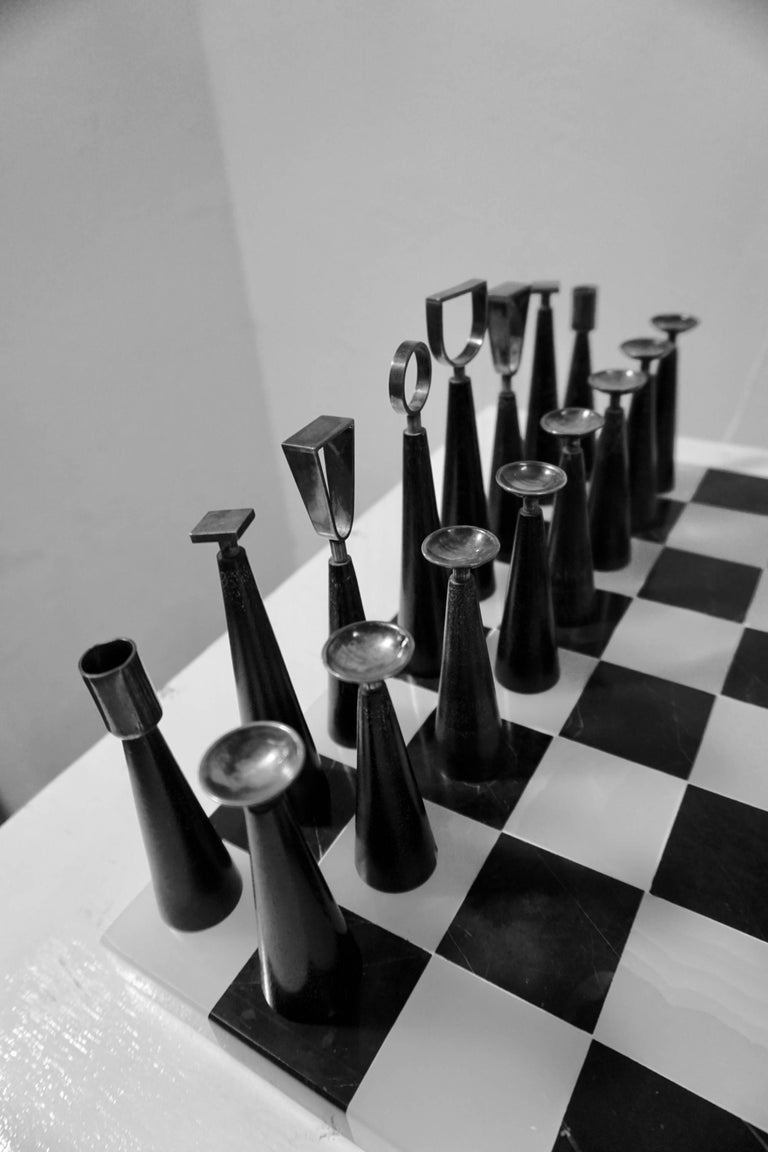 Minimalist Chess Set In Excellent Condition For Sale In Cathedral City, CA